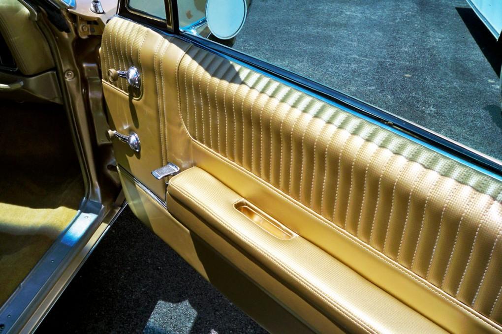 Gold Bonneville 004